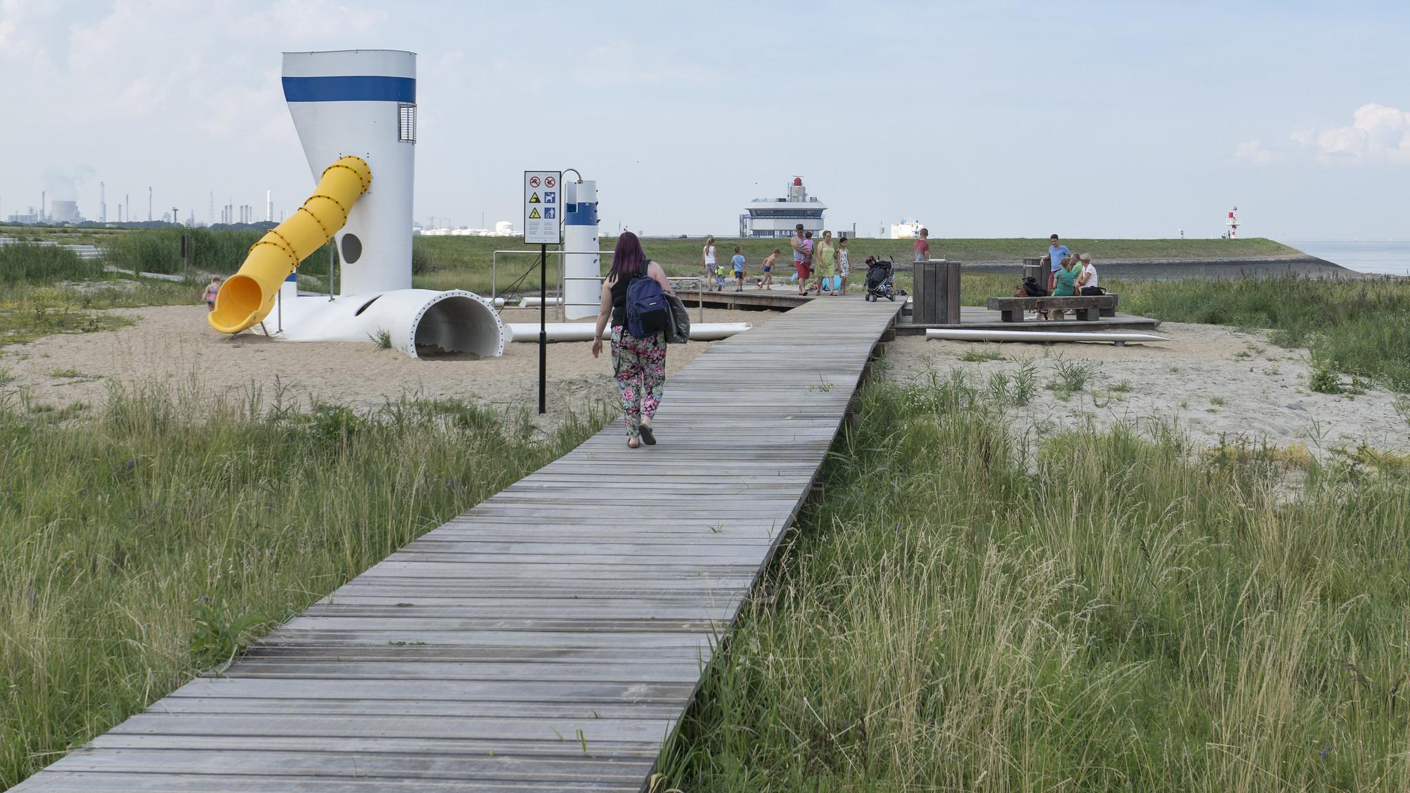 Boardwalk towards the playground.
